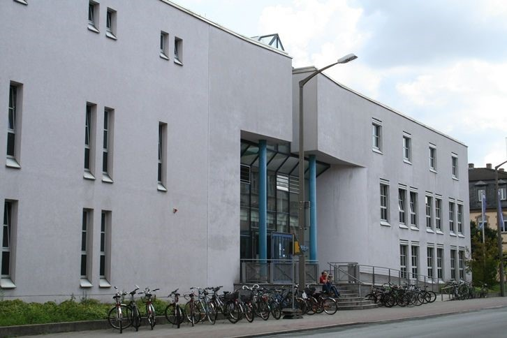 "Towards entry ""The School of Law – where research and theory are combined with practice"""
